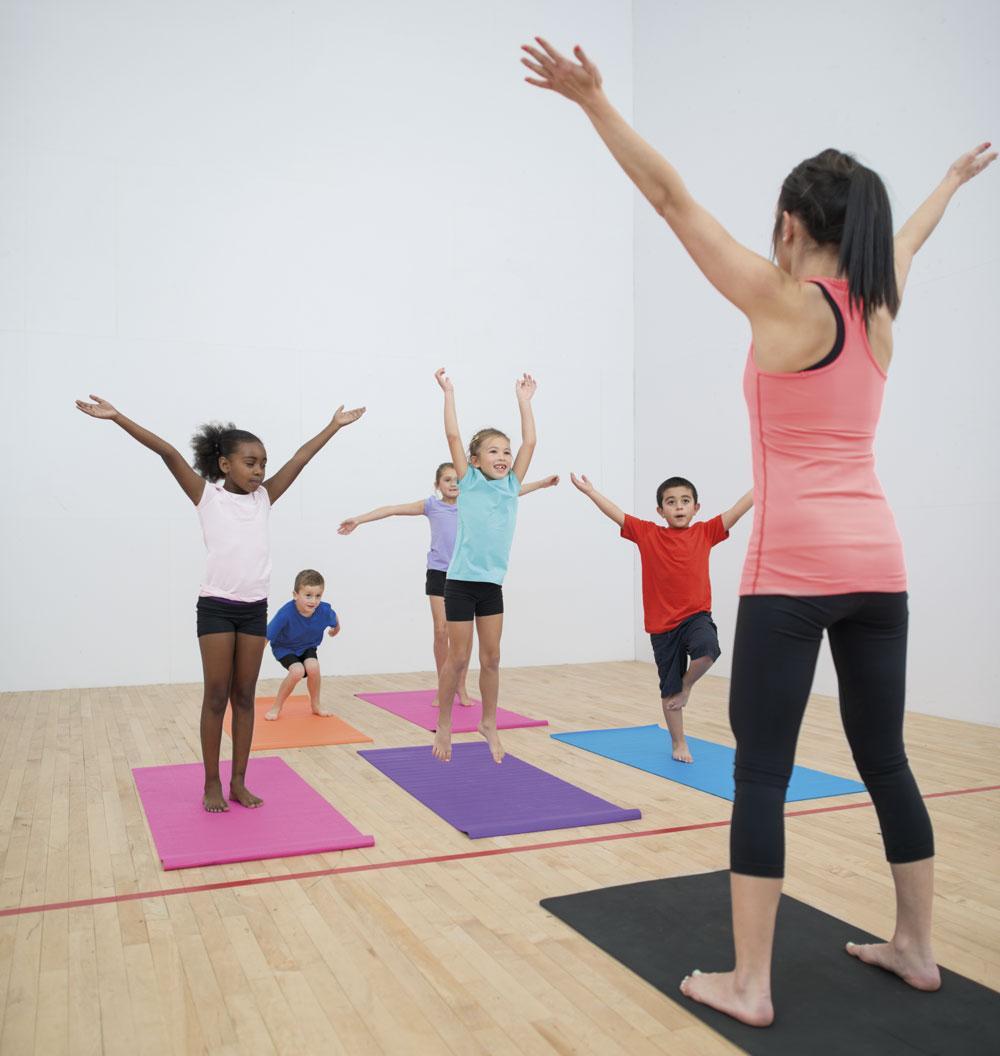 ¿Cómo es una clase de yoga para niños  21b3ede76424
